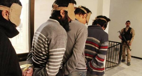 مقاتلون من &#34داعش&#34 يقعون في مصيدة شابات