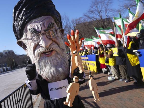 تفاصيل حزمة العقوبات الأمريكية الأولى على إيران