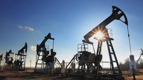 النفط يرتفع متجاوزا 52 دولارا