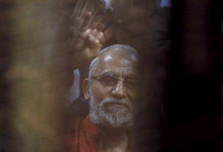 مصر تحيل مرشد الإخوان لمحاكمة جديدة بتهم تتصل باعتصام