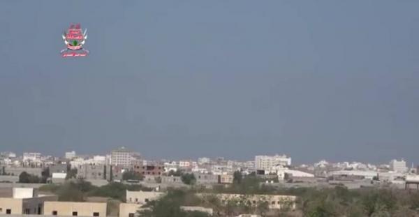 مليشيا الحوثي تدفع بتعزيزات جديدة باتجاه حيس وتكثف من قصفها على مواقع المشتركة