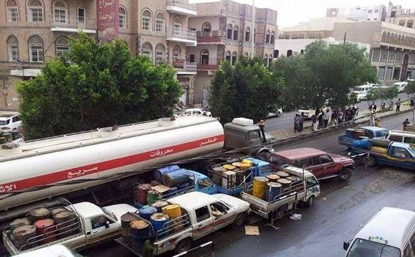 شبح أزمة الوقود يطل مجدداً على المواطنين في مناطق سيطرة الحوثيين