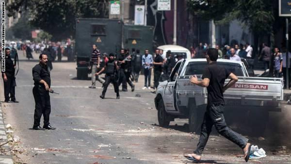 مصر.. 3 قتلى باشتباكات بين الأمن وأنصار مرسي ومحاولة تفجير خط للقطارات