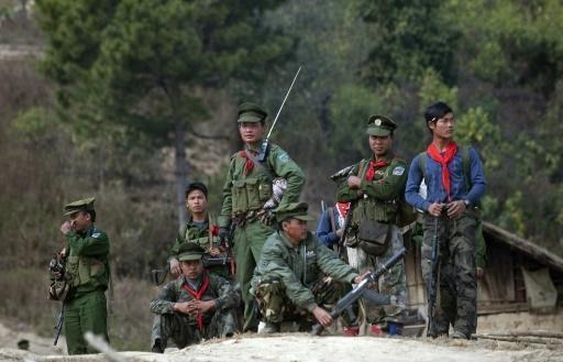 متمردو بورما يشنّون هجمات غير مسبوقة على مقار عسكرية وأمنية