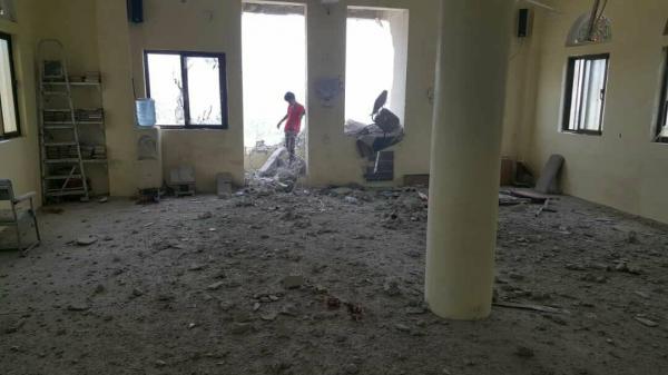 مليشيا الحوثي تقصف أحد الجوامع بعصيفرة تعز ومدرسة (صور)