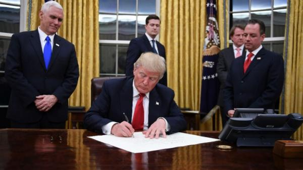 ترامب يوقع مشروع قانون أمريكي يؤكد باعتبار &#34الإخوان المسلمين&#34 تهديداً لأمريكا