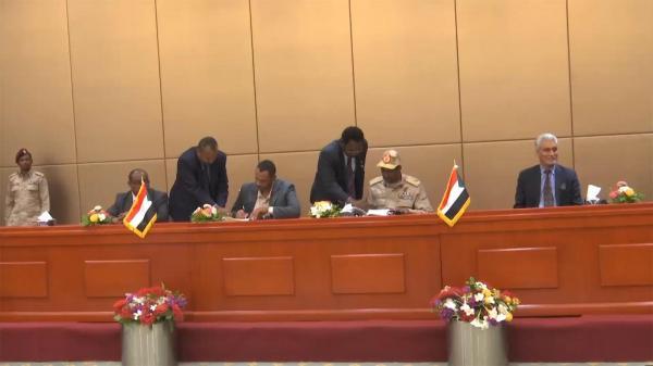 العميد طارق صالح يهنئ الشعب السوداني بتوقيع وثيقتي «الاتفاق السياسي» و«الإعلان الدستوري»