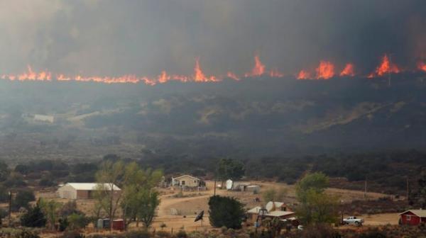 صور - جنوب كاليفورنيا هشيم في حرائق تحتدم