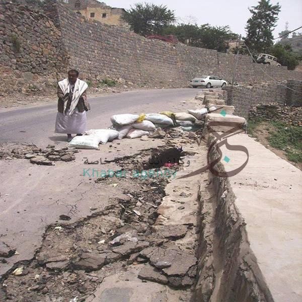 أضرار كبيرة في طرقات حجة جراء الأمطار.. وتكليف للوحدة الهندسية بحصرها (صورة)
