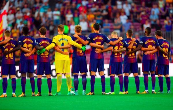 &#34برشلونة&#34 على قمصان لاعبي الفريق بدلا من أسمائهم تكريما لضحايا الاعتداءات
