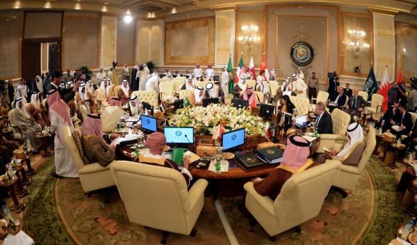 وزراء خارجية الإمارات والسعودية وقطر ومصر والأردن في جدة غداً