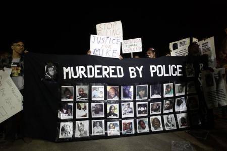 مسيرة هادئة بمناسبة مرور أسبوعين على الاضطرابات في &#34فيرجسون&#34 الأمريكية