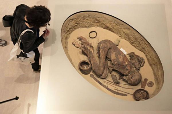 مومياء مصرية محفوظة بإيطاليا تعيد النظر في تاريخ التحنيط
