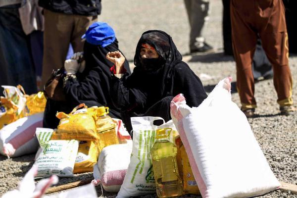 """المسيرة الحوثية مستمرة في """"سرقة الطعام من أفواه الجياع"""""""
