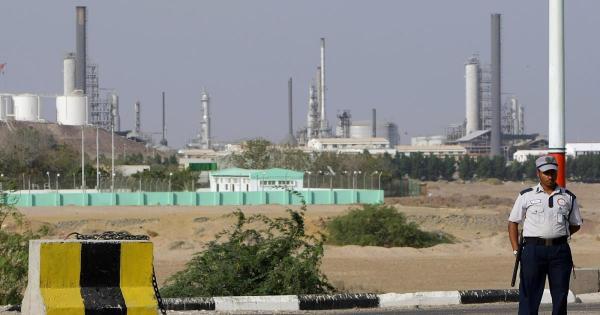 اللجنة الاقتصادية تؤكد استمرار حصر استيراد المشتقات النفطية على مصافي عدن