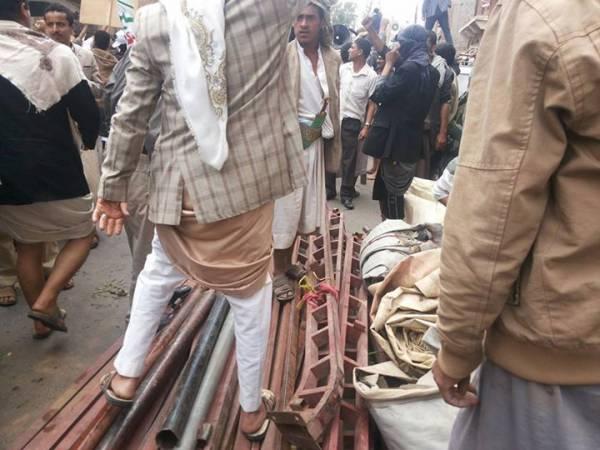 المتظاهرون ينصبون أولى خيام الاعتصام أمام رئاسة الوزراء