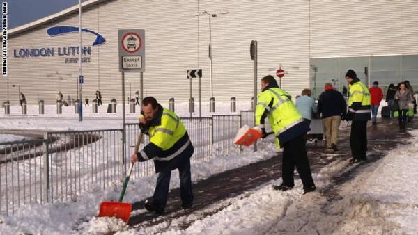 إخلاء مطار &#34لوتن&#34 في لندن بعد العثور على طرد مشبوه