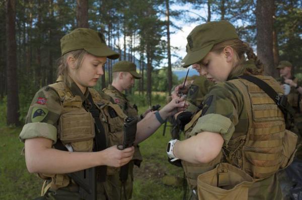 صور: أول كتيبة للمجندات في الجيش النرويجي