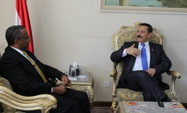اليمن يطالب مجلس حقوق الإنسان بتبني مشروع القرار الهولندي بتحقيق دولي في جرائم الحرب