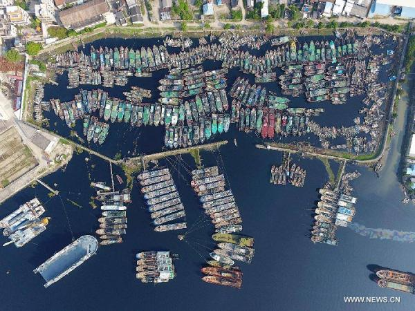 صور- حالة تأهب قصوى في الصين مع اقتراب إعصار ميرانتي