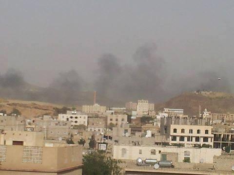 """اشتباكات عنيفة أمام """"جامعة الإيمان"""" وسوق علي محسن وباتجاه """"السنينة"""" بصنعاء"""