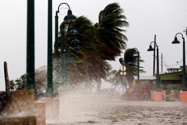 الاعصار &#34ماريا&#34 يضرب بورتوريكو وتحذير من انه &#34الاكثر تدميرا&#34 في تاريخها