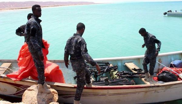 ضبط سفينة يمنية محملة أسلحة قبالة سواحل الصومال
