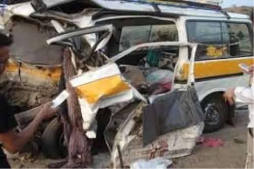 وفاة 13 شخص في انقلاب حافلة ركاب