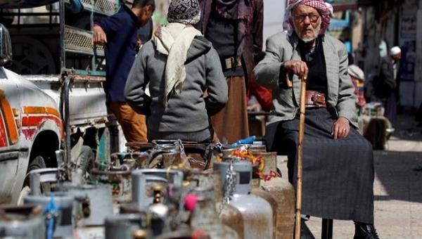 """صنعاء.. مليشيات الحوثي تفرض 1000 ريال زيادة في قيمة أسطوانة الغاز المنزلي كـ""""مجهود حربي"""""""