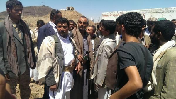 القائد الميداني للحوثيين &#34أبو علي&#34 يظهر في مقر &#34الفرقة مدرع&#34 ويقابل وفودا