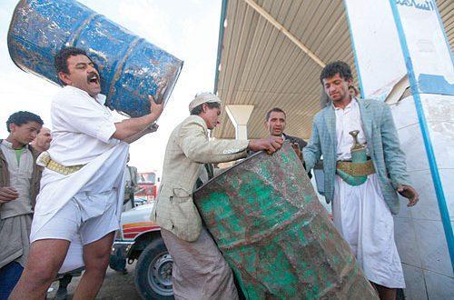 جرعة حوثية جديدة بأسعار المشتقات النفطية