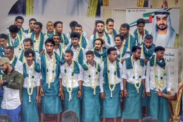 الهلال الاماراتي ينظم عرساً جماعياً لـ200 شاب وفتاة في أبين