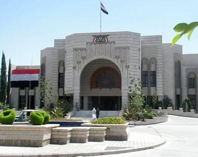 هادي ألزم نفسه بتسمية رئيس الحكومة خلال 48 ساعة من الأحد