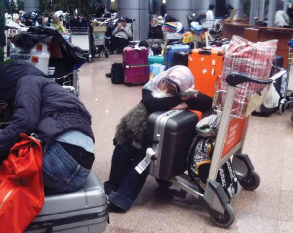 مواطنون يمنيون عالقون في مطارات عدة في العالم