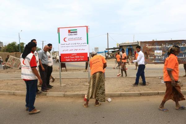 الهلال الأحمر الإماراتي يدشن حملة النظافة الشاملة بمدينة المخا
