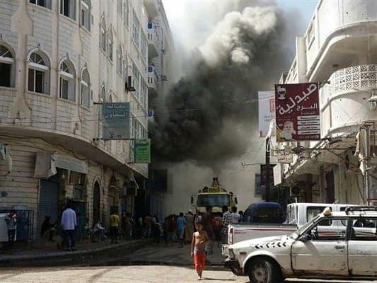 حريق هائل يلتهم محلاً تجارياً في عدن