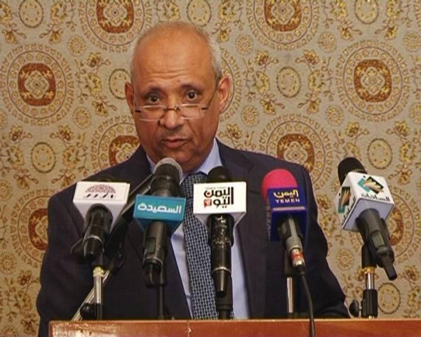 وزير الصحه لـ&#34خبر&#34 الوزارة كثفت من سيارات الاسعاف على الخطوط السريعه ورفع جاهزية اقسام الطوارىء