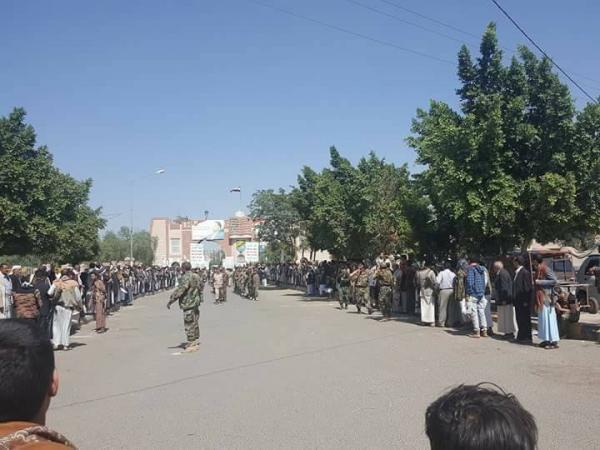 مليشيا الحوثي تختطف 15 فتاة وتطلق الرصاص الحي على المتظاهرين بصنعاء
