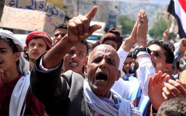 سياسيون: اعتداءات الحوثيين على تظاهرة بصنعاء كشفت مدى رعبهم وقرب سقوطهم
