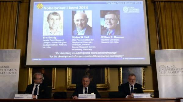 نوبل للكيمياء تمنح إلى الأمريكيين إريك بيتزيغ ووليام مورنر والألماني شتيفان هيل