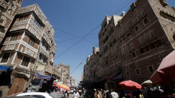 صنعاء.. استمرار حملة المطاردة والتضييق على بائعي القات والبساطين والباعة الجائلين من قبل الحوثيين