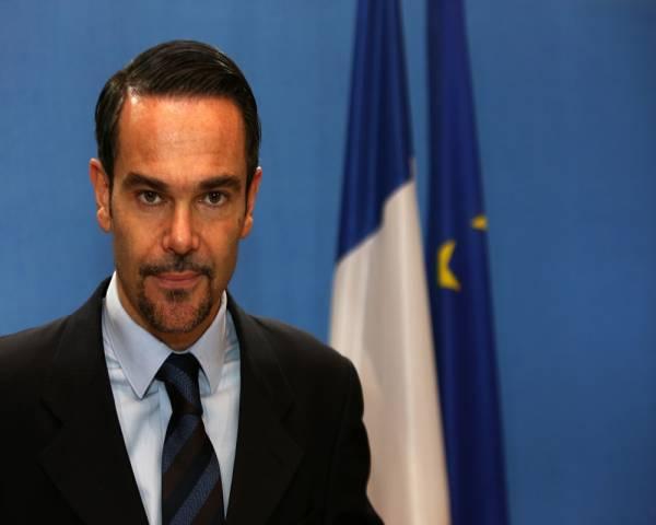 """ترجمة.. فرنسا تدين """"العملية الإرهابية الانتحارية"""" بالعاصمة اليمنية"""