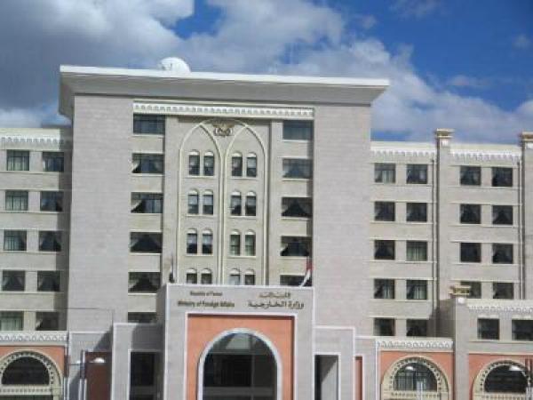 تفاصيل اعتداء القيادي في المليشيا الحوثية حسين العزي على دبلوماسيَين بمبنى الخارجية