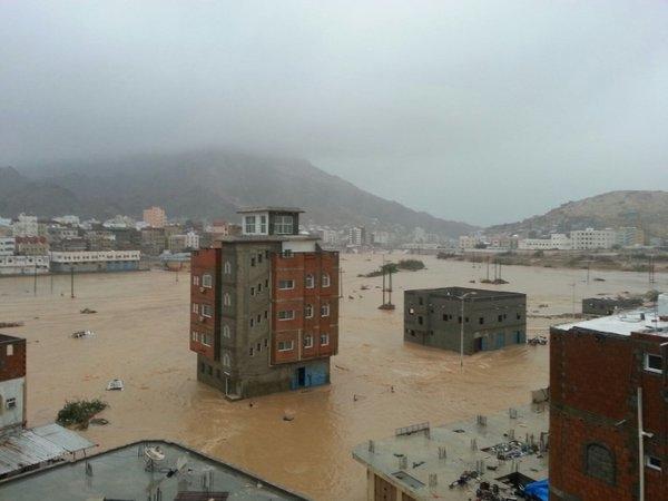 بن دغر يوجه بتشكيل غرفة عمليات مركزية وفرعية لمواجهة تداعيات اعصار (لبان)