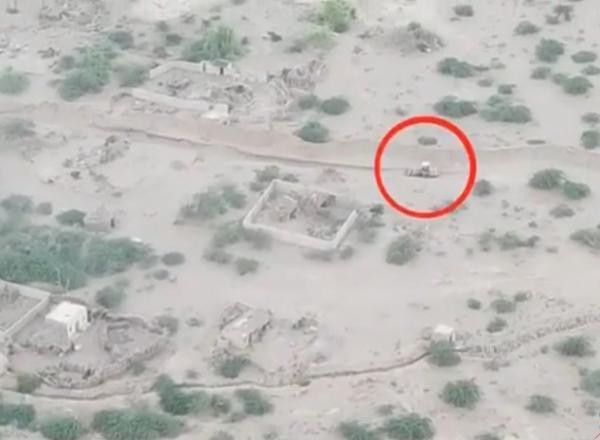 فيديو- القوات المشتركة تدمر جرافة تابعة للحوثيين في الجاح بالحديدة