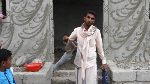 """قصف حوثي يستهدف """"المشتركة"""" وممتلكات المواطنين بحيس جنوب الحديدة"""