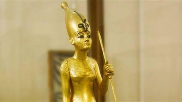 مصر توقف بيع 36 قطعة أثرية فرعونية بقاعة مزادات بلندن