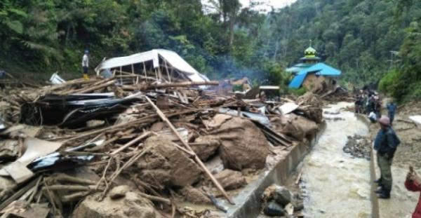 22 قتيلا وعدد كبير من المفقودين بعد امطار غزيرة في أندونيسيا