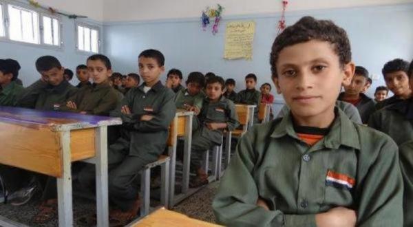 وزير الاعلام اليمني يُحذر من تلاعب مليشيا الحوثي بالمناهج الدراسية