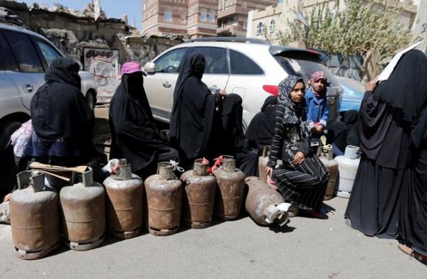 مليشيا الحوثي تنهب أسطوانات الغاز التابعة للمواطنين وتحولها ألغاماً وعبوات ناسفة